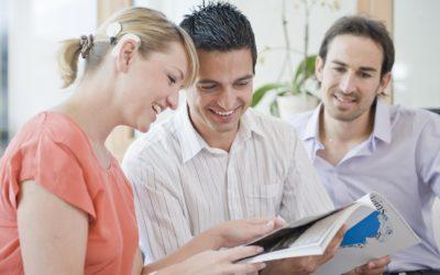 Cum să faci față întrebărilor despre implantul tău auditiv