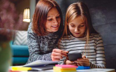 Cum să folosești fotografiile din telefon pentru a dezvolta limbajul copilului