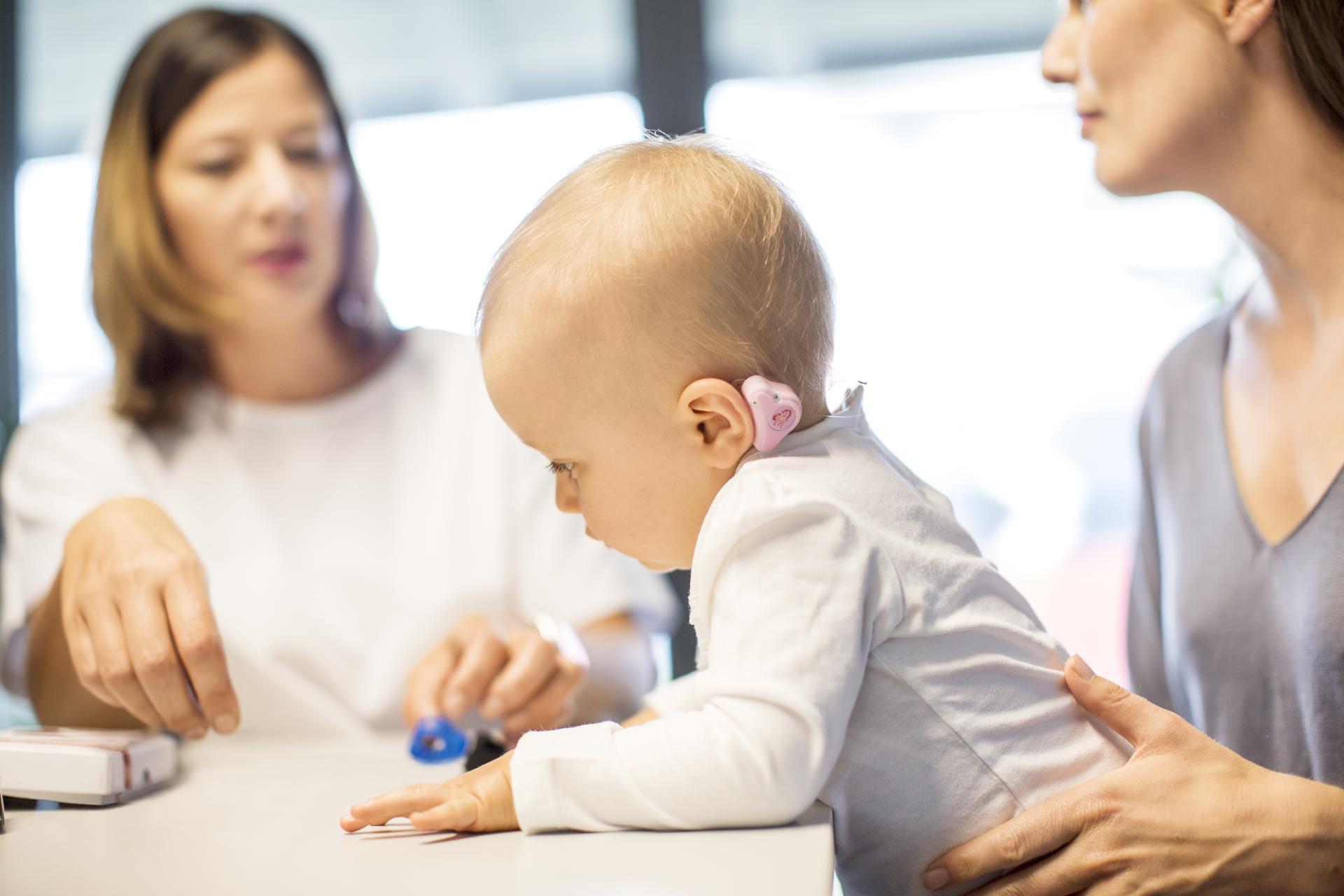 aparat auditiv adhear med-el bebelus