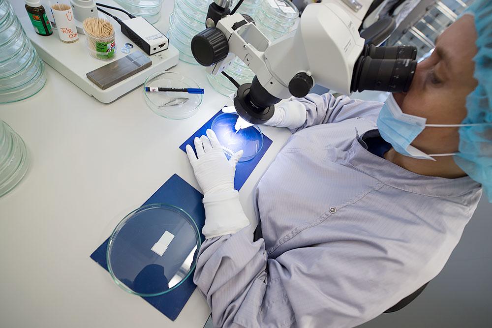 Cum se fabrica implantul cohlear MED-EL Asamblare